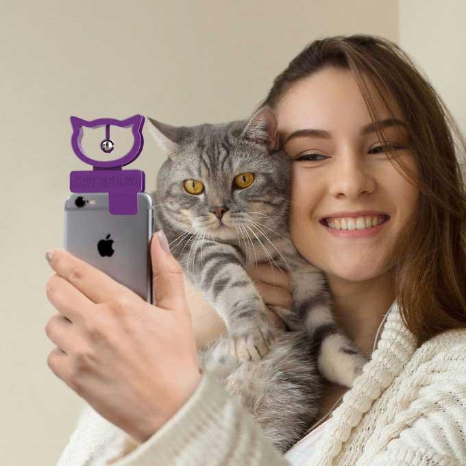 고양이계의 셀카봉이 개발되었다